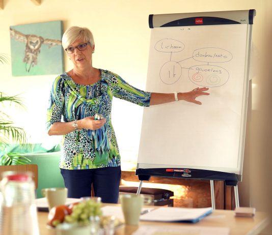 Om meer mensen kennis te laten maken met Repairing Balance geeft Elly workshops