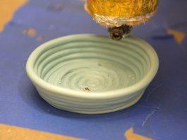 De 3D printer van vanPlestik maakt objecten in verschillende schaalgroottes.